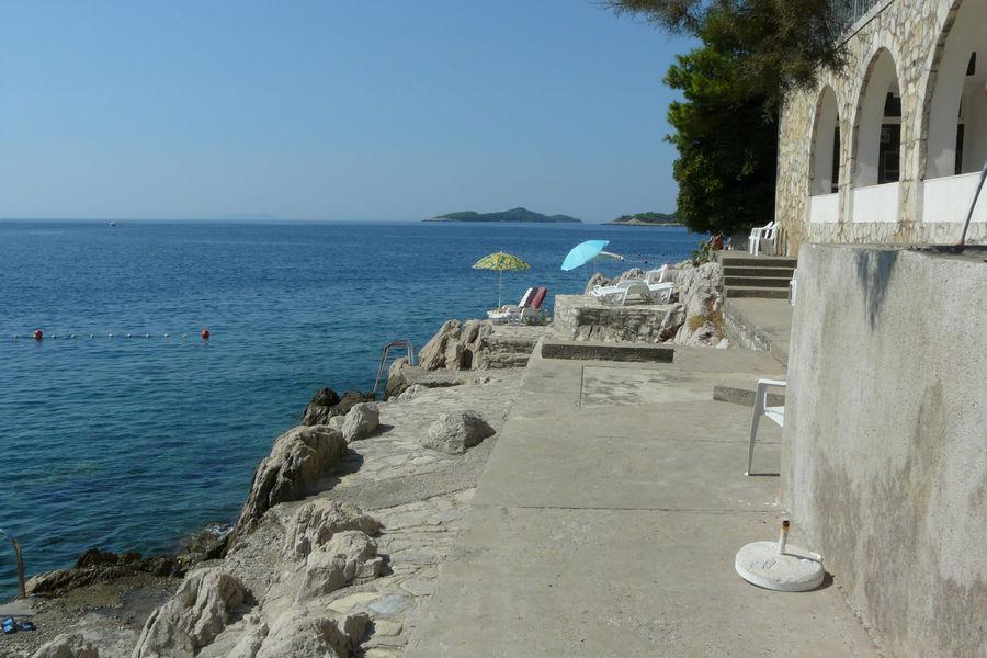 Brna-albergo-spiaggia