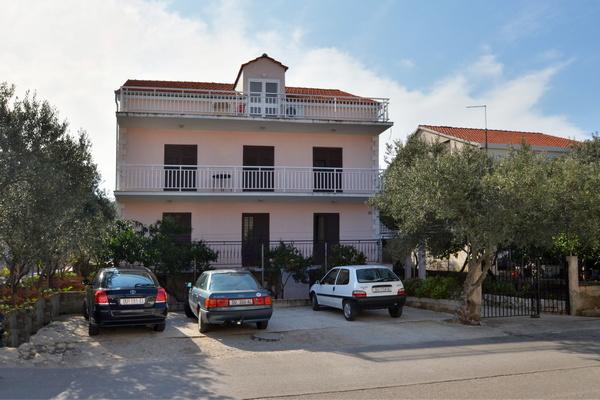korcula-apartments-salecic-house-01