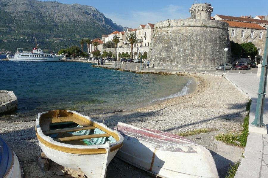 korcula-beach-boat-mooring