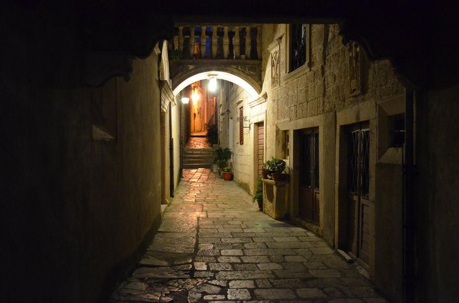 Korcula-mittelalterliche Stadt-Nacht