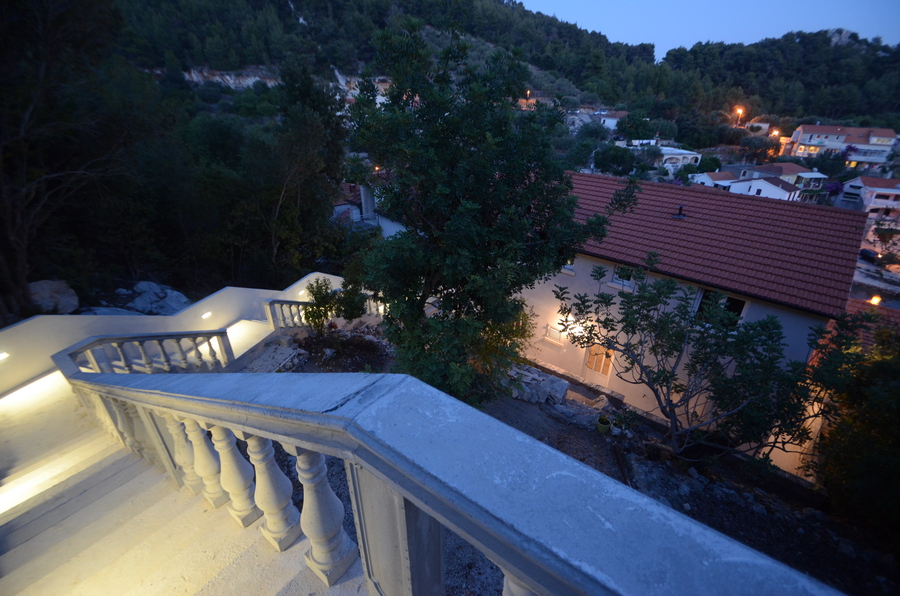 korcula-milostic-house-night-03