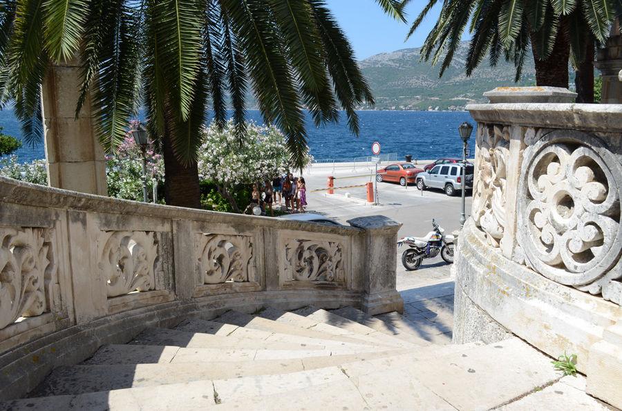 Korcula-port-médiéval-escaliers