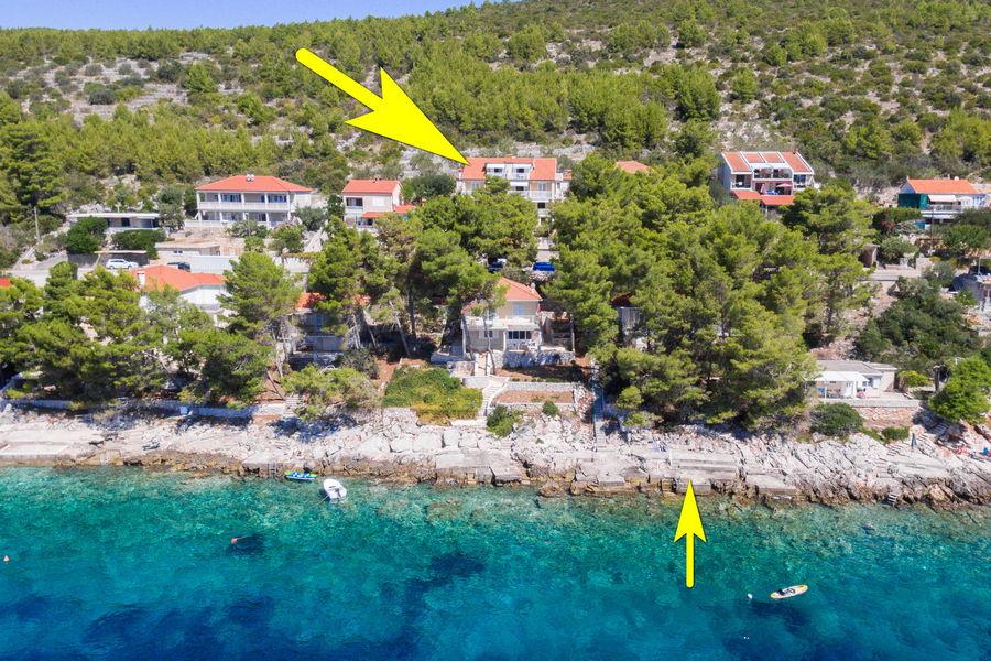 korcula-prizba-apartments-jelica-from-air-17-arrow-beach