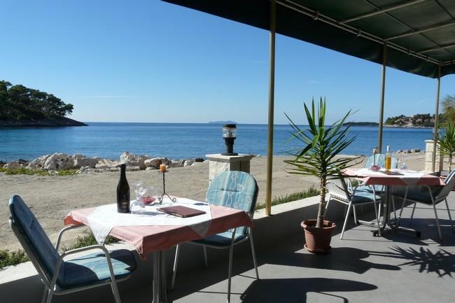 korcula_prizba_riva1_restaurant_04