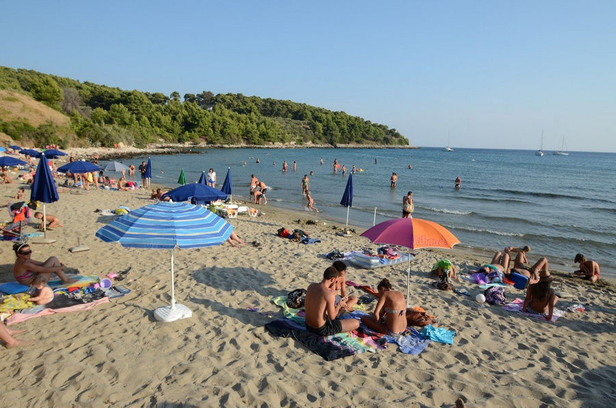 summer-sand-beach-lumbarda
