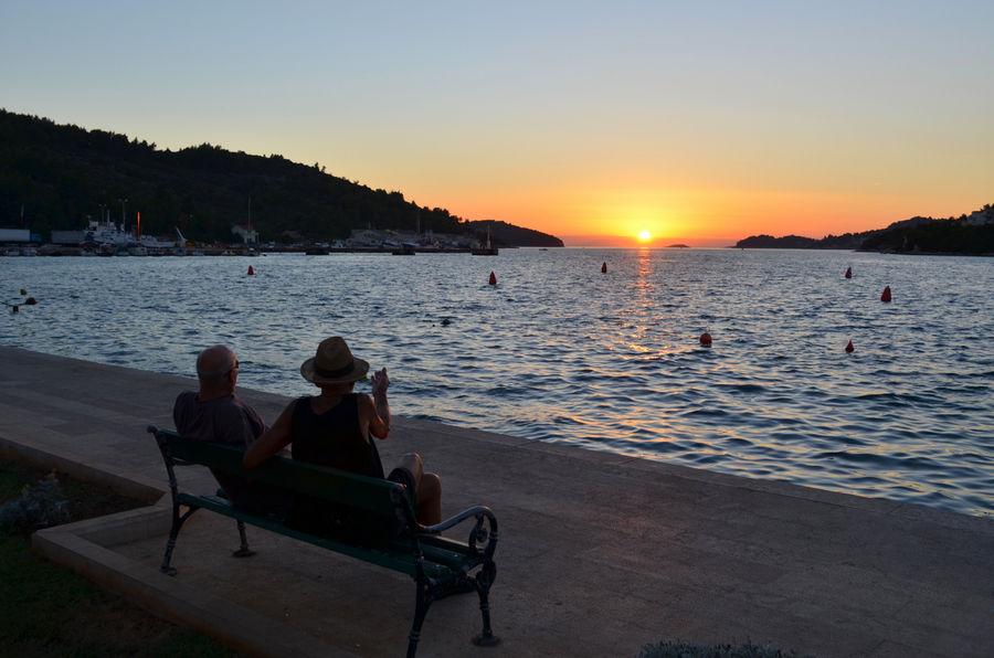 velu-luku-mala-ne-zaboravi-branko-zuvela-dodo-pointing-vela-luka-sunset