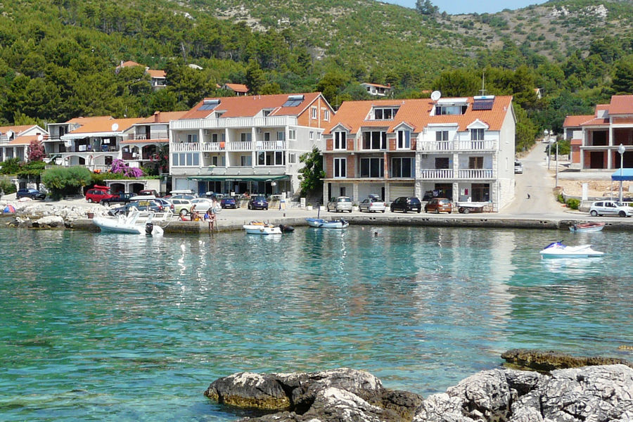 korcula-apartments-prizba-vilic-beach-01