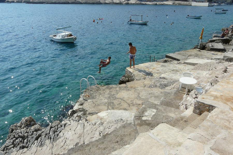 Korčula-apartmaji zavalatica-albert-plaže-02