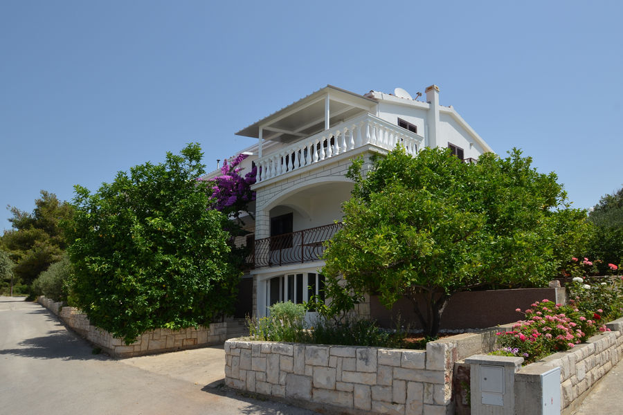 korcula-prizba-apartments-franica-house-01