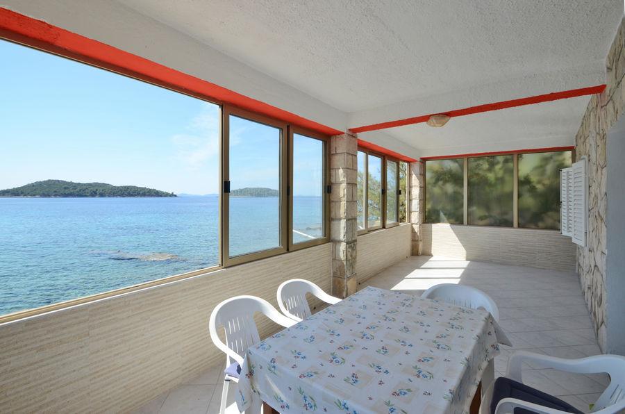Eric-apartment1-terrasse-04