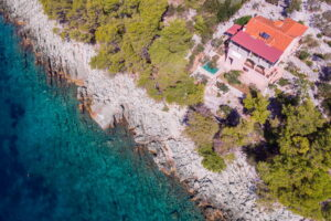 korcula-grscica-izmeta-apartments-marica-house-from-air-01