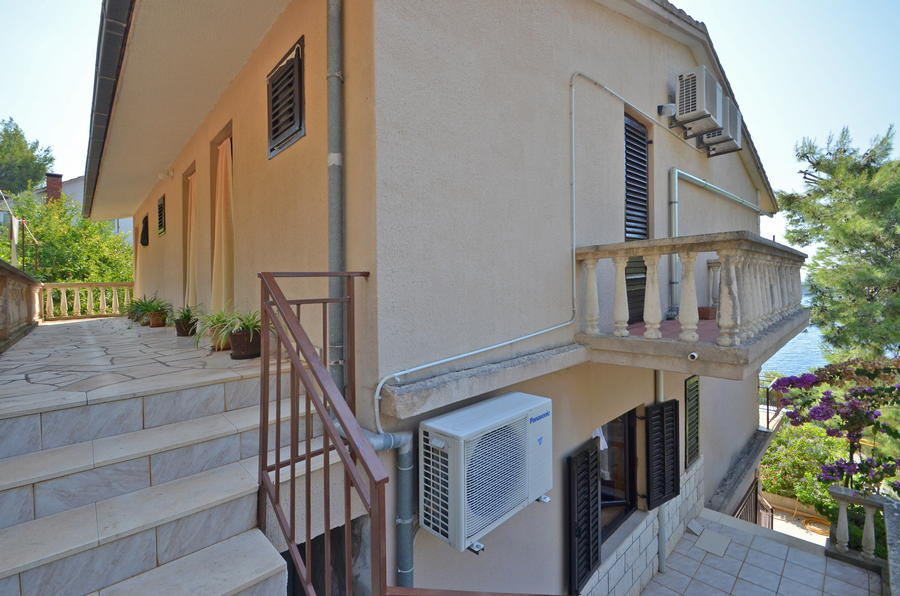 Korcula-Prizba-Apartments-Borovina-House-14