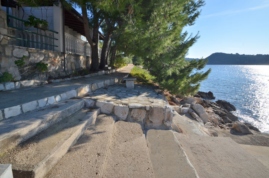korcula-apartments-karbuni-bosnic-beach-03