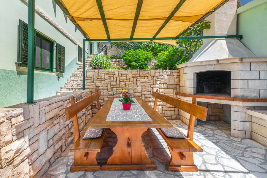 korcula-holiday-house-grscica-melani-courtyard-grill-08-2020-pic-01