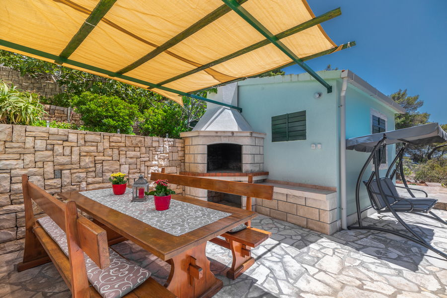 korcula-holiday-house-grscica-melani-courtyard-grill-08-2020-pic-02