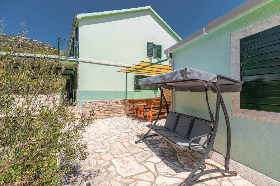 korcula-holiday-house-grscica-melani-courtyard-grill-08-2020-pic-03