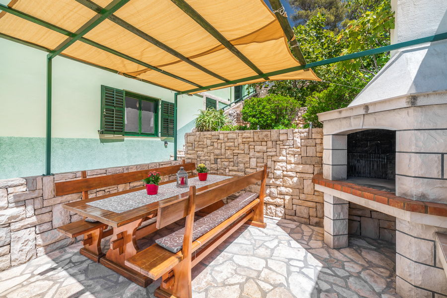korcula-holiday-house-grscica-melani-courtyard-grill-08-2020-pic-04