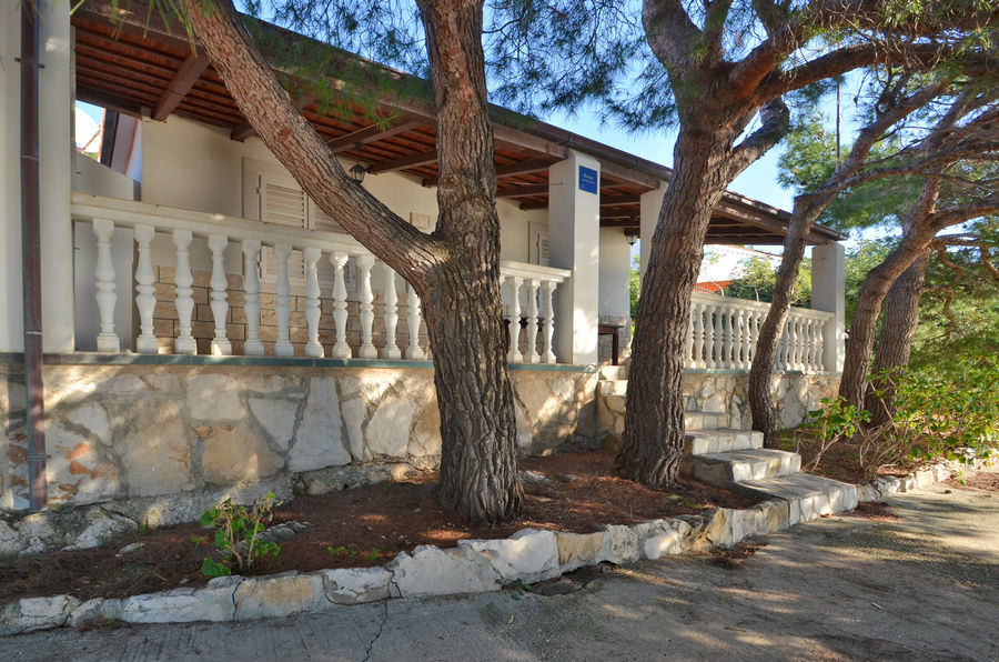 korcula-karbuni-apartments-bosnic-house-02
