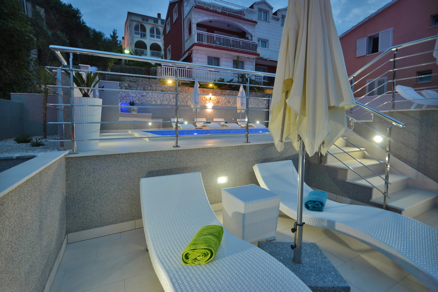 Korcula-Prigradica-Apartments-Kapor-House-Pool-by-Night-02