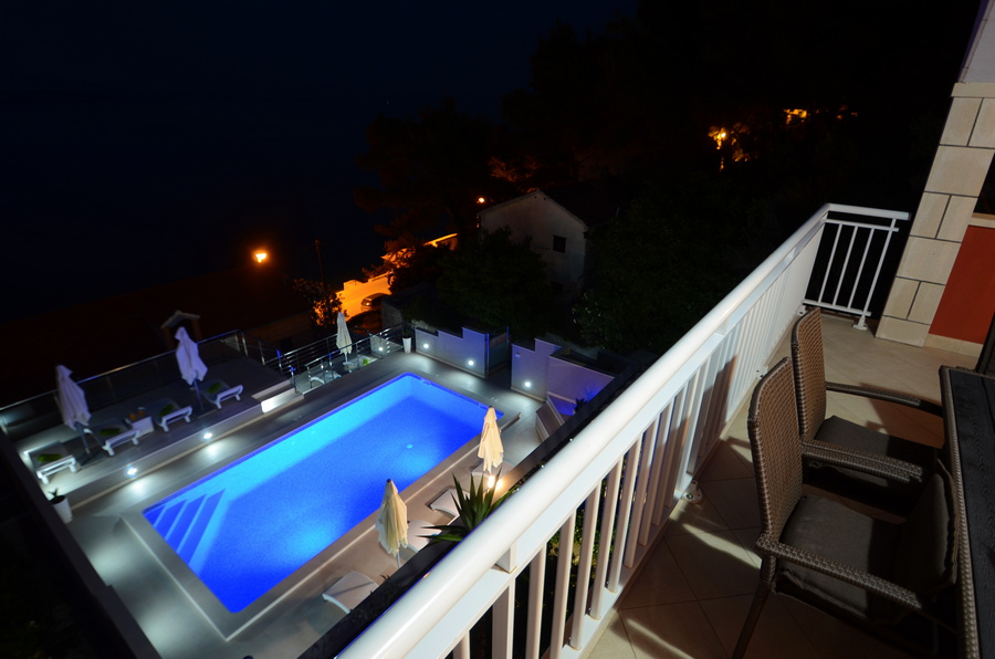 Korcula-Prigradica-Apartments-Kapor-House-Pool-by-Night-04