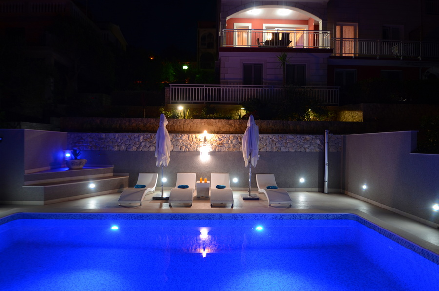 Korcula-Prigradica-Apartments-Kapor-House-Pool-by-Night-05