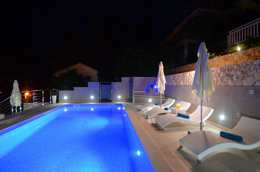 Korcula-Prigradica-Apartments-Kapor-House-Pool-by-Night-06