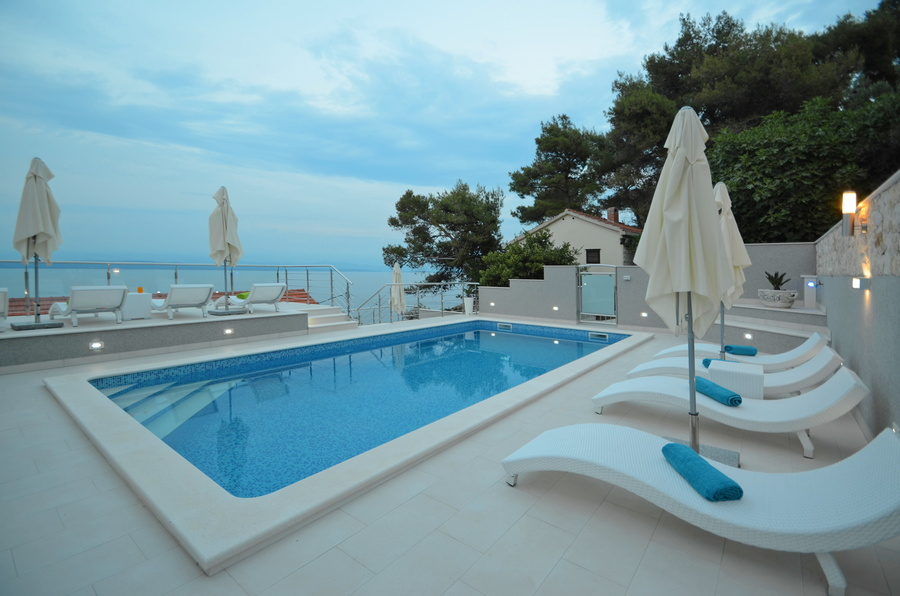 Korcula-Prigradica-Apartments-Kapor-House-Swimming-pool-01