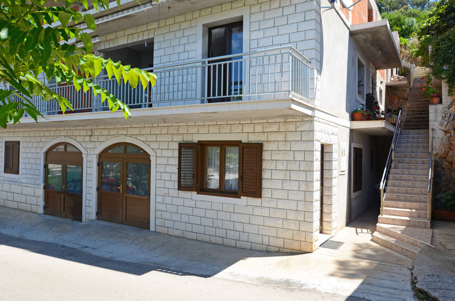 korcula-zavalatica-apartments-antonia-house-01
