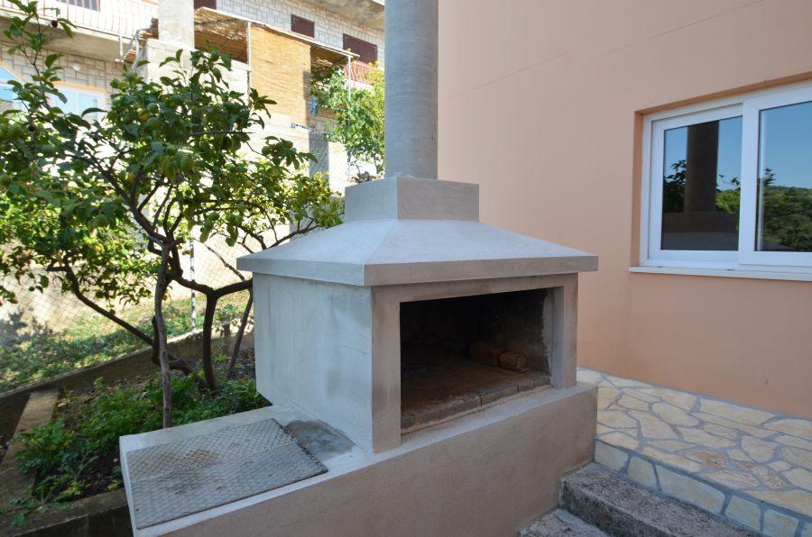 Korcula-zavalatica-appartements-Dada-grill-09-2016-PIC-01