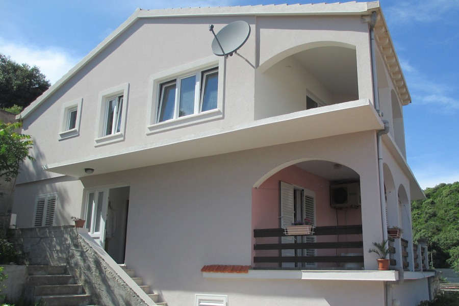 Korcula-zavalatica apartamenty toni dom-06-2016-pic-01