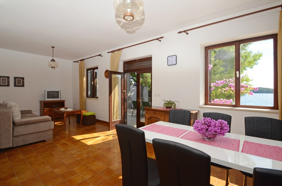 pensa-apartment1-livingroom-09-2015-pic-03