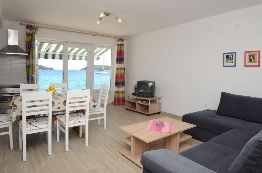 pensa-apartment2-livingroom-01