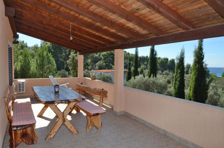 tanja-apartment2-terrace-01