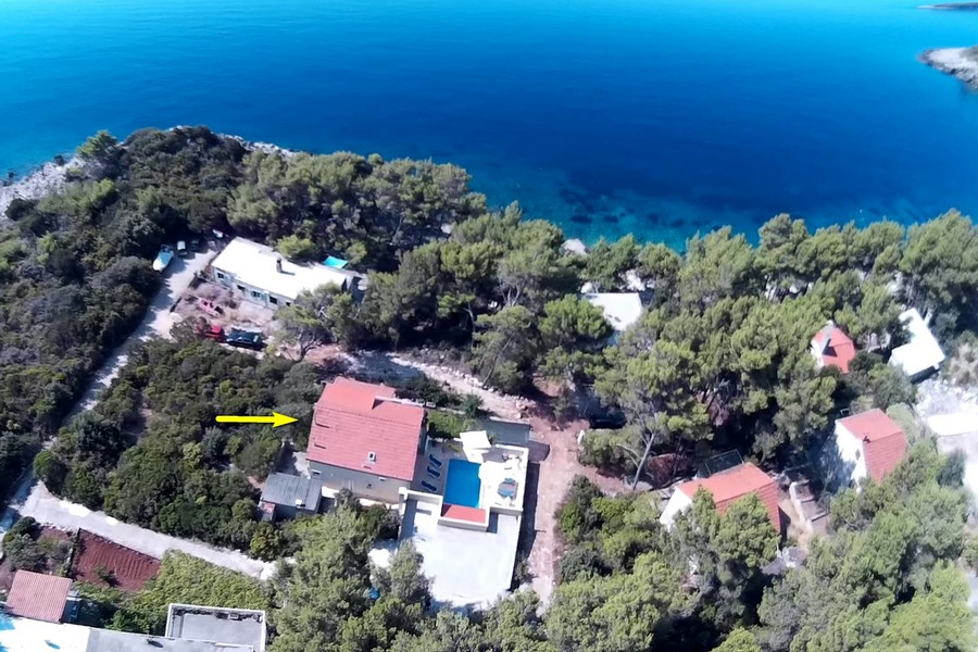 Villa-Lorena-House-with-a-Pool-from-Air-Prizba-01