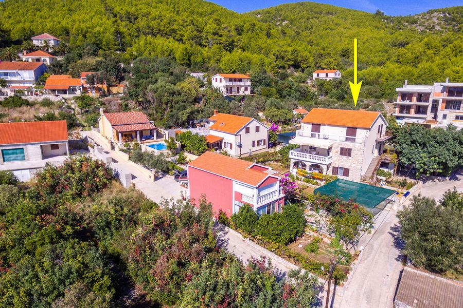 korcula-prizba-apartment-bumba-house-from-air-04-freccia