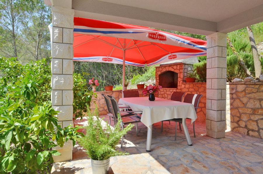 apartments-farac-grill-terrace-06-2016-pic-01