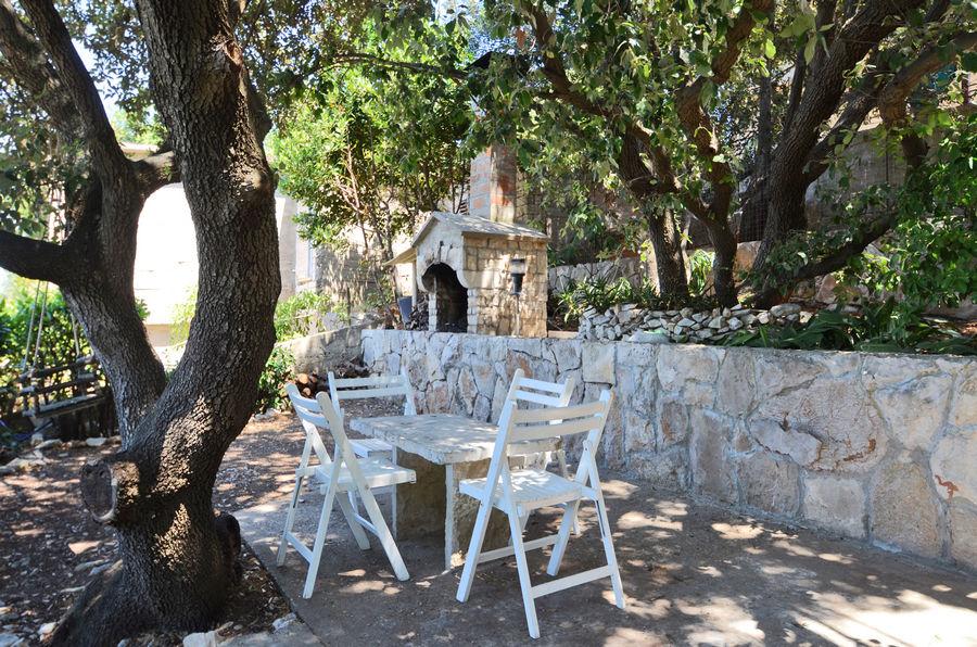 mihaela-apartment1-grill-garden-pic-07-2015-01