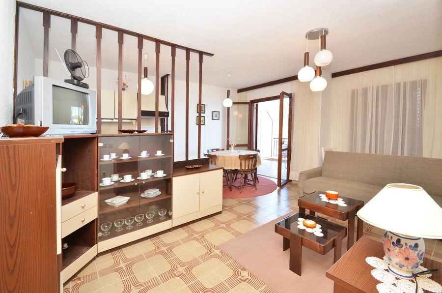 mihaela-apartment2-livingroom-02