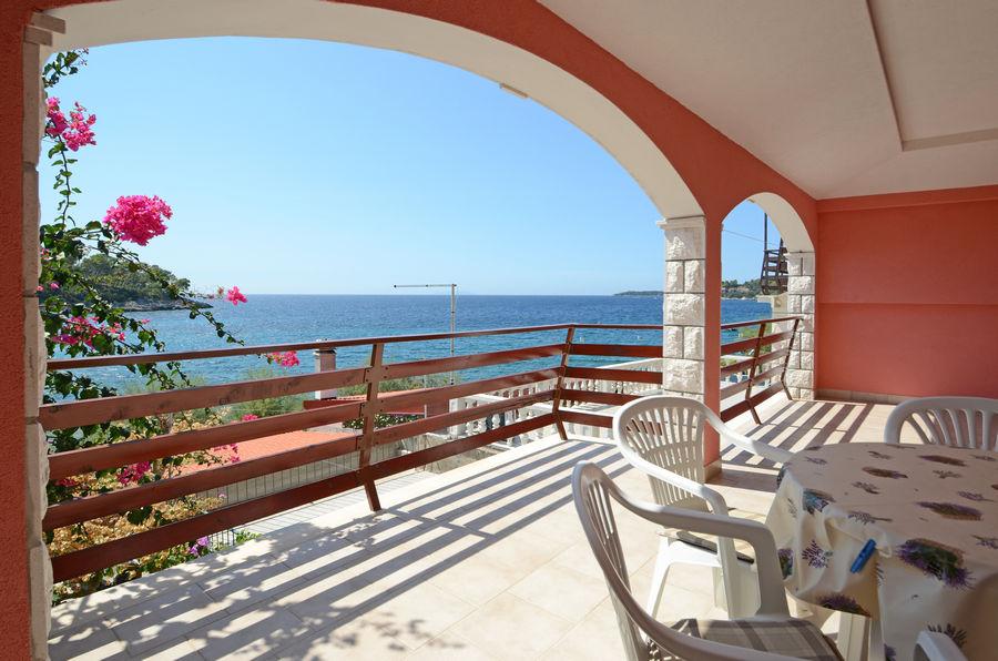 sepo-apartment3-balcony-02