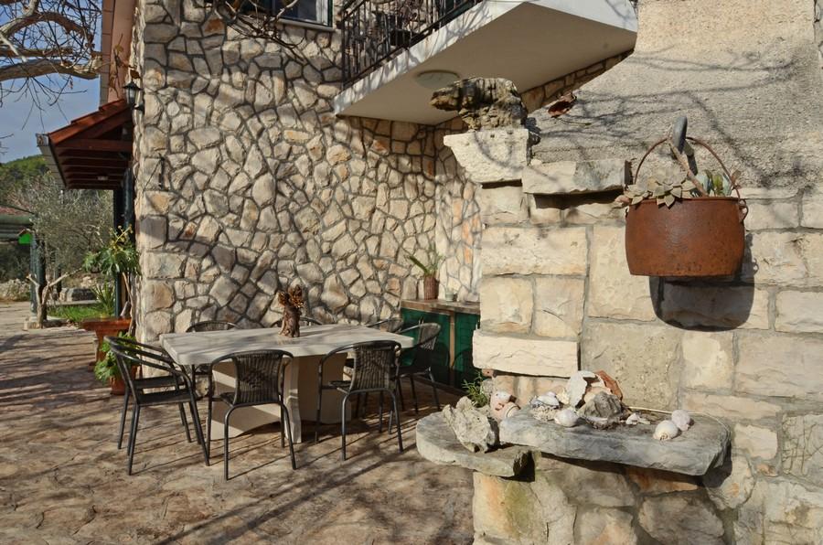 villa-katja-courtyard-05