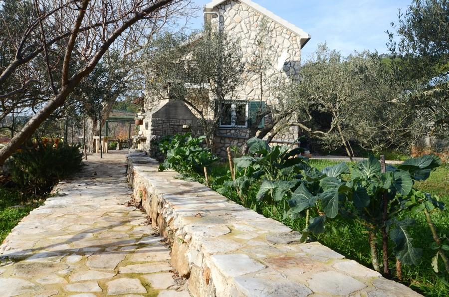 Giardino di Villa katja-03
