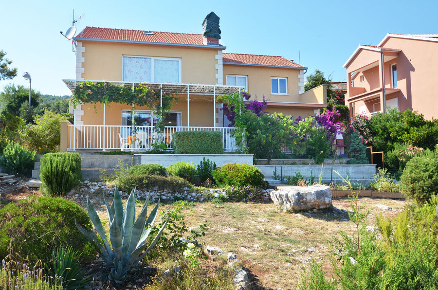 korcula-zavalatica-apartments-lana-house-01