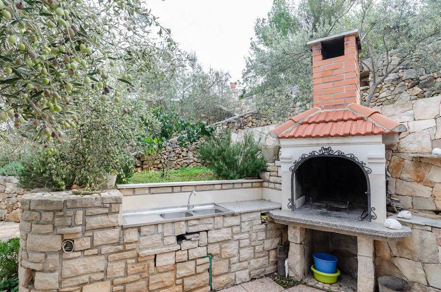 korcula-holiday-house-vela-luka-paradise-house-grill-11-2020-pic-01