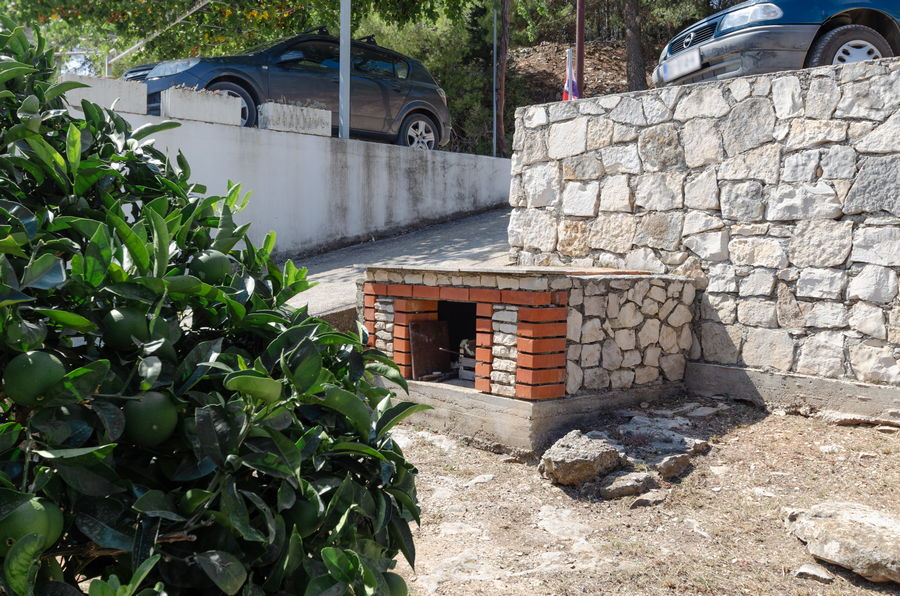 korcula-lumbarda-apartments-vukas-house-barbecue-09-2020-pic-01