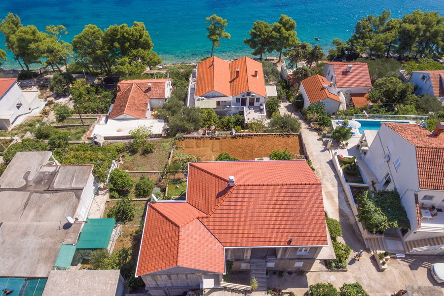 korcula-lumbarda-apartments-vukas-house-from-air-09-2020-pic-01