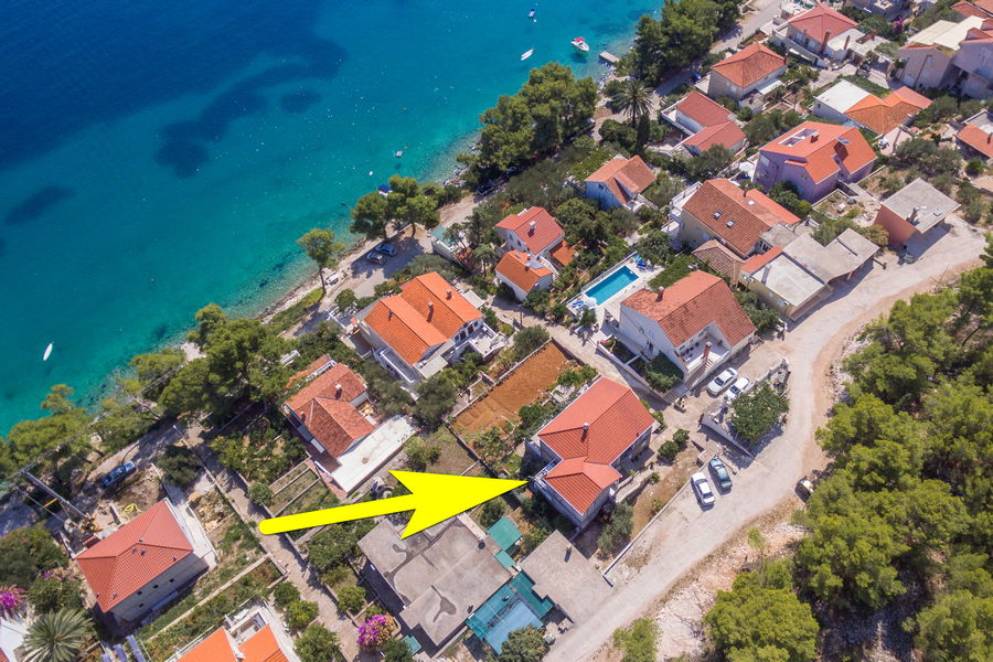 korcula-lumbarda-apartments-vukas-house-from-air-09-2020-pic-05-arrow