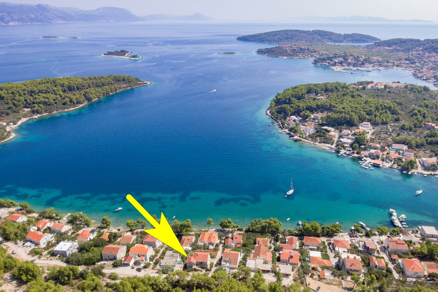 korcula-lumbarda-apartments-vukas-house-from-air-09-2020-pic-06-arrow