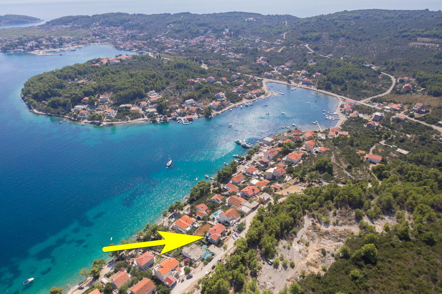 korcula-lumbarda-apartments-vukas-house-from-air-09-2020-pic-08-arrow