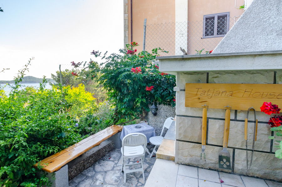 Korcula-Prizba-Apartments-Tatjana-House-grill-06-2019-PIC-01