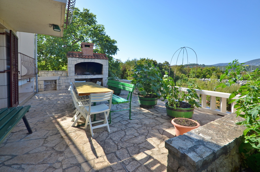 Korcula-kneze-Apartments-Anton-front-Barbecue-01